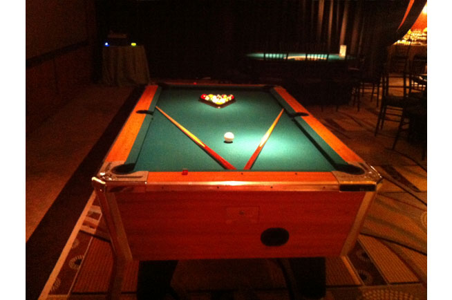Charmant We Carry Full Sized Pool Tables. This Is A Deluxe Bar Weight Pool Table. It  Comes Complete With All Accessories.
